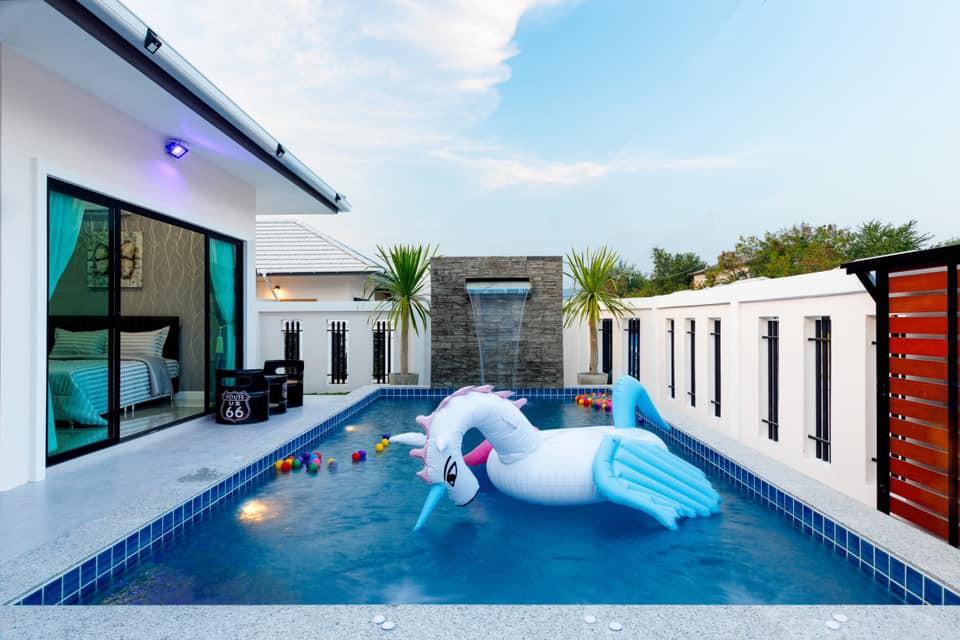 สระว่ายน้ำสวยๆในบ้าน